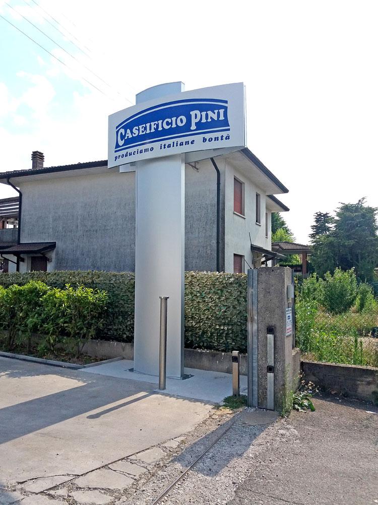 Totem Caseificio Pini